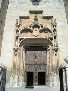 Alcalá de Henares (Madrid) Madrid, Home Decor, Saints, Temple, Monuments, Buildings, Cities, Interior Design, Home Interior Design