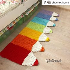Cap crochet with leaves and flower braids tunisian point tejido Crochet Decoration, Crochet Home Decor, Crochet Crafts, Yarn Crafts, Crochet Projects, Diy Crafts, Crochet Tools, Crochet Mat, Crochet Carpet