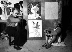 Pablo Picasso y Jaume Sabartés - Château Grimaldi, Antibes, 1946 - En el centro, abajo, la obra adquirida en 2008 por el Museu Picasso de Barcelona, Jaume Sabartés como un fauno tocando el aulos, 1946    Michel Sima / Rue des Archives
