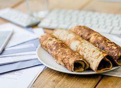 Ontbijtje #2 voor vandaag.. Kokoshavermoutpannenkoeken met pindakaas.. 100 gr havermout, 2 eieren, 200 ml melk, 30gr rozijnen en 10 gr kokos. Bakken en insmeren met pindakaas  850 kcals - 86 carbs - 38 eiwit - 35 vet #noabs #pannenkoekforlife #pancakes #pbp #personalbodyplan #bulking #bulk #gaining #gainz #fitdutchies #fitfam #fitfamnl