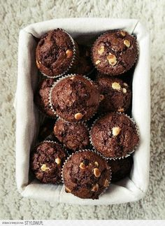 Muffiny czekoladowe z kawałkami czekolady Cupcake Cakes, Cupcakes, Ice Cream Cookies, Chocolate Muffins, Nigella, Food Inspiration, Favorite Recipes, Sweets, Cake Pop
