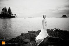 Black & White wedding photography. By www.kellynewland.com