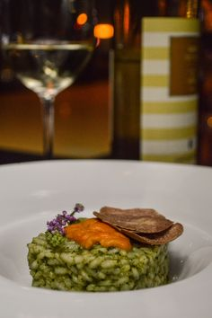 Risotto with pesto sauce and sea urchin White Alba Truffle, Pesto Sauce, Sea Urchin, Truffles, Risotto, Dishes, Ethnic Recipes, Food, Cake Truffles