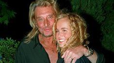 Johnny Hallyday inaugure le nouveau restaurant de Jacqueline Veyssire au bras de sa femme Laeticia, le 27 mai 1996