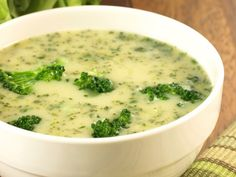 3 SmartPoints Cream of Broccoli Soup – Skinny Points Cooking Easy Broccoli Soup, Brocoli Soup, Broccoli Soup Recipes, Cream Of Broccoli Soup, Cheap Clean Eating, Clean Eating Snacks, Fusilli, Healthy Dinner Recipes, Cooking Recipes