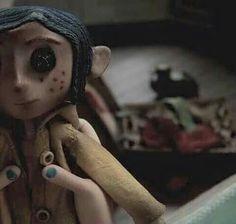 The Coraline doll. Coraline Doll, Coraline Jones, Coraline Drawing, Coraline Movie, Coraline Neil Gaiman, Disney Vintage, Arte Tim Burton, Desenhos Tim Burton, Coraline Aesthetic