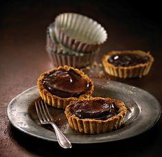 Sjokoladepai, sjokoladecupcakes og en klassiker med ny vri. Er du glad i mørk sjokolade, vil du elske disse kakene!