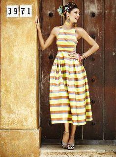 ANOS 50: Um perfume da Itália da década de 1950 percorre a silhueta do verão com um toque do estilo Dolce & Gabbana. Vestido Printing na Via...