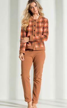Cardigan Chanel com calça de Micro Soft. Sinta-se abraçado pelo Micro Soft Pettenatti. MIXTE PIJAMAS • Fall - Winter 2017
