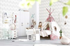 "PLAY AND SLEEP LIKE POCAHONTAS... Use your bed or the tent as your new ""movie"" scene and play with your friends in the cool ambience.  http://www.lifetimekidsrooms.com/rooms/girls/pocahontas/"