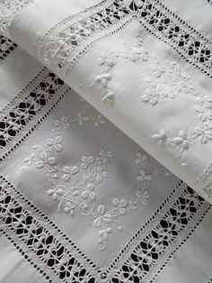 Hardanger Embroidery, White Embroidery, Vintage Embroidery, Embroidery Stitches, Embroidery Patterns, Antique Lace, Vintage Linen, Drawn Thread, Linens And Lace