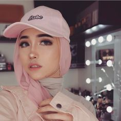 """♡ A S Y A L L I E E ♡ 20 (@asyalliee) """"My favorite colour is Pink. share with me what is your favorite colour #ButSometimeILikeBlackTho…"""""""