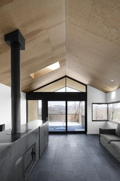 Bolton Residence is a beautiful contemporary country house designed by architecture studio NatureHumaine, located in Bolton East, Quebec, Canada. Plywood Ceiling, Plywood Walls, Ceiling Panels, Plywood Furniture, Furniture Design, Interior Architecture, Interior And Exterior, Interior Design, Design Design