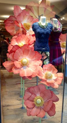 Pin by deepti on vm in 2019 large paper flowers, spring window display, pap Large Paper Flowers, Giant Paper Flowers, Big Flowers, Fabric Flowers, Spring Window Display, Store Window Displays, Vitrine Design, Decoration Vitrine, Visual Display