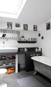 check out the bath tub set-up.  Great use of space!