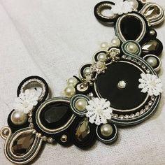 Ho perso la vista ma ne valeva la pena..happy night People  #kima #soutache #soutachejewelry #necklace #fiori #nero #bigiotteria #blackandwhite #jewelry #sumisura #pezzounico