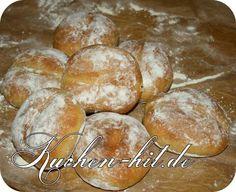 Rezept für ca. 12 Stk. Ein Rezept für dunkle Weizenmehl-Brötchen, welche sehr schön zu herzhaften Belägen passen. Diese selbstgemachten Brötchen sind nicht nur Sonntags ein toller Frühstücksgenuss. Zutaten: Teig 120 ml. Milch 7 g. trockene Hefe 400 g. dunkles Weizenmehl (Type:1050) 1 TL. Zucker 1 gestr. TL. Salz 175 ml. Wasser Zusätzlich Backblech Zubereitung: Der …