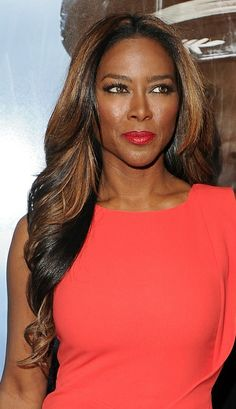 19 Gorgeous Women Over Age 40