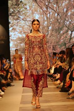 Pakistani fashion designer Shamsha Hashwani latest bridal dresses at PFDC Loreal paris bridal week 2017 on day one. Pakistani Party Wear, Pakistani Wedding Outfits, Pakistani Dress Design, Pakistani Dresses, Eid Dresses, Formal Dresses, Latest Bridal Dresses, Pakistan Bridal, Indian Fashion