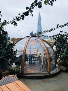 How to eat in Coppa Club London Igloos without a reservation. Coppa club London igloos - how to eat without reservation for breakfast brunch Igloo House, Dome House, Bubble House, Dome Structure, Casa Loft, Tower Of London, London Cafe, Rooftop Restaurant, London Clubs