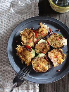 サラミとチーズの旨みをなすが余さず吸収! おつまみにもお弁当のおかずにも最適。    『ELLE gourmet(エル・グルメ)』はおしゃれで簡単なレシピが満載!