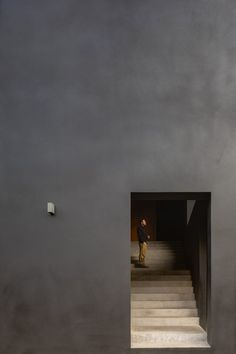 The Mexico City firm covered the house in a matte-black rendering called Corev Mooth so it would not upstage its lush surroundings at the top of its sloped plot. Black Walls, White Walls, Contemporary Architecture, Architecture Design, Black Architecture, Stucco Siding, Stone Deck, Outdoor Walkway, Basement Floor Plans