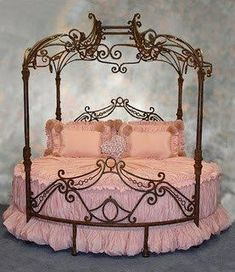 Pink Princess Bed - always loved round beds Dream Bedroom, Girls Bedroom, Royal Bedroom, Bedroom Bed, Bed Room, Princess Theme Bedroom, Princess Beds, Princess Bedrooms, Princess Bed Frame