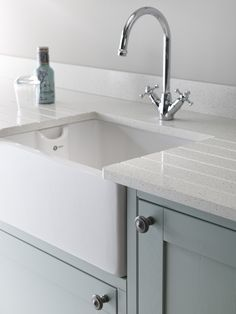 Frozen lake quartz is a brilliant white man made countertop shimmering with beautiful sparkling silver particles creating an eye-catching addition to your cabinets, bouncing light and colour throughout your kitchen Quartz Kitchen Countertops, Kitchen Worktops, Worktops Uk, Granite, Open Plan Kitchen, Country Kitchen, Kitchen Ideas, Traditional Kitchen Inspiration, Traditional Kitchens