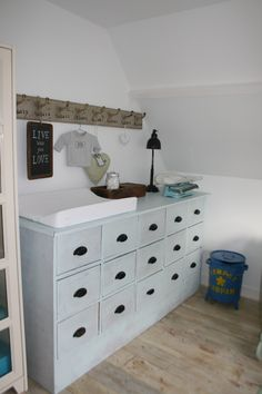 Love this chest of drawers!
