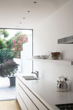 Rehab Diaries: A Notting Hill Kitchen Extension, Natural Light Included - Remodelista Kitchen Interior, Kitchen Inspirations, Kitchen Space, New Kitchen, Home Kitchens, Kitchen Layout, Kitchen Renovation, Kitchen Living, Kitchen Extension