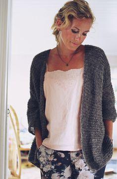 Me Naiset – Blogit | Kalastajan vaimo – Iselin Smart Casual, Fashion Outfits, Womens Fashion, Knitting Projects, Knit Cardigan, Knitwear, Knit Crochet, Street Style, Clothes