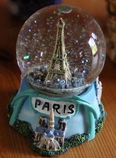 Paris in the snow ~ and I love snow globes <3
