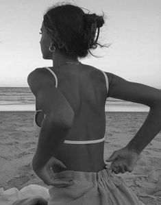 rossy palomo - New Ideas Black And White Aesthetic, Black N White, Insta Photo Ideas, Insta Pic, Photographie Portrait Inspiration, Foto Casual, Beach Poses, Summer Aesthetic, Summer Pictures