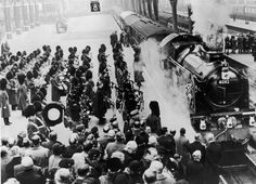 King George Vi Funeral | military band plays on the platform as King George VI's funeral ...