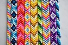 patterns chevron The Purl Bee - classic friendship bracelet The Purl Bee - classic friendship bracelet Embroidery Floss Bracelets, Yarn Bracelets, Summer Bracelets, Bracelet Crafts, Chevron Bracelet, Diy Friendship Bracelets Patterns, Beaded Bracelet Patterns, Bracelet Designs, Jewelry Making Tutorials