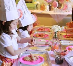 The site is in spanish...but I still love the idea of a cookie baking party for a little girl!