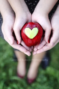 Apple Orchard Love-shoot. Ideas for an orchard photoshoot.