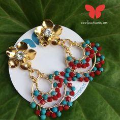 Zarcillos Gitanos. #piedras #cristales #handmade #bañadosenoro #orafo #jewelry #earrings #zarcillos #aretes  #metalsmith #metalwork #Lavativarios  #OrgullosamenteDiseñadosenVenezuela   Info: www.lavativarios.com Info@lavativarios.com