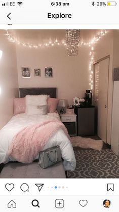 40 cute bedroom ideas for small rooms dorm room inspiration Room Ideas Bedroom, Small Room Bedroom, Diy Bedroom, Trendy Bedroom, Bedroom Themes, Bedroom Lamps, Wall Lamps, Bedroom Ideas For Small Rooms Diy, Single Bedroom