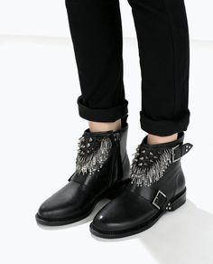 ZARA Leather ankle boot with metal details Stiefel Botte Ref. Black Leather Ankle Boots, Black Shoes, Boot Over The Knee, Fly Shoes, Zara Boots, Shoes World, Shoe Boots, Shoe Bag, Fashion Boots