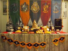 Bienvenidos al ColegioHogwartsde Magia y Hechicería.     Pasen al GRAN COMEDOR, el sombrero seleccionador les dirán en que casa irán.    ...