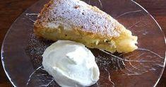 En saftig sockerkaka med päronfyllning. Du kan också använda annan frukt och då byta smaksättning. Om du väljer äpplen blir det klassis...