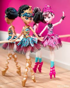 Looks like cleo won to Monica DKay will she win again - Credit to - Ever After High, Personajes Monster High, Draculaura, Homemade Face Paints, Best Friend Drawings, Ever After Dolls, Mattel, Donna Dewberry, Monster High Dolls