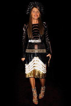 Au premier rang du défilé Gucci automne-hiver 2012-2013, la rédactrice en chef de Vogue Japon portait une robe signée Frida Giannini de la collection printemps-été 2012.