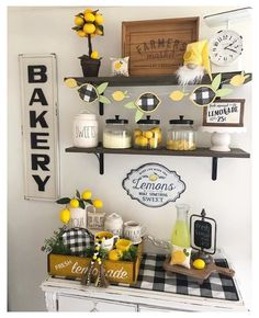 5 ways of Decorating a farmhouse kitchen with lemons - Farmhousehub summer decor diy