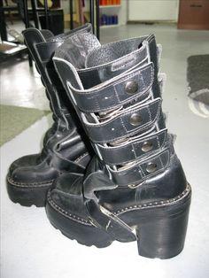 Les bottes de mon costume post-apocalyptique. Venues tout droit de Hongrie !