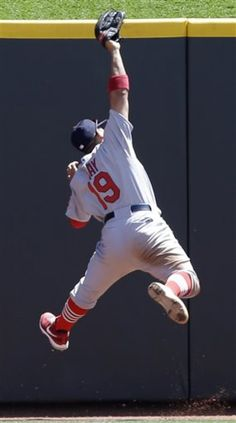 St. Louis Cardinals center fielder Jon Jay catches a fly ball hit by Cincinnati Reds' Joey Votto in the fourth inning of a baseball game, Sunday, Aug. 4, 2013, in Cincinnati. (AP Photo/Al Behrman)