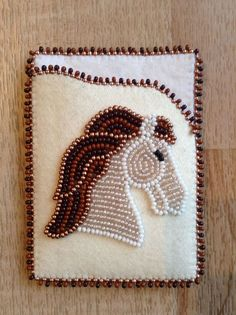 Beaded cardholder/case! Carmen Dennis (Tahltan) Beaded Purses, Beaded Bags, Loom Patterns, Beading Patterns, Seed Bead Crafts, Loom Craft, Beadwork Designs, Indian Crafts, Native Beadwork
