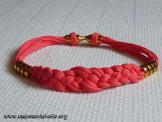 www.unpocodetodo.org - Collar de trapillo color coral 2 - Collares - Trapillo