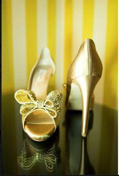 CUTE WEDDING SHOES ! www.truelovephoto.com